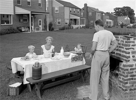 simsearch:846-02793283,k - 1950s FAMILY IN BACKYARD COOKING HAMBURGERS Stock Photo - Rights-Managed, Code: 846-02792240