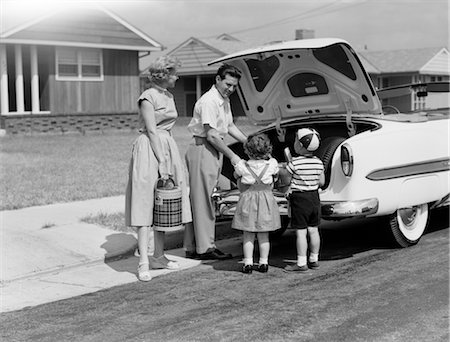 1950s FAMILY PACKING TRUNK OF CAR FOR A PICNIC Stock Photo - Rights-Managed, Code: 846-02792278
