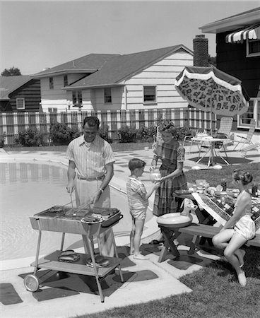 simsearch:846-02793283,k - 1950s FAMILY IN BACKYARD BESIDE POOL HAVING COOKOUT OF HOT DOGS & HAMBURGERS Stock Photo - Rights-Managed, Code: 846-02792289