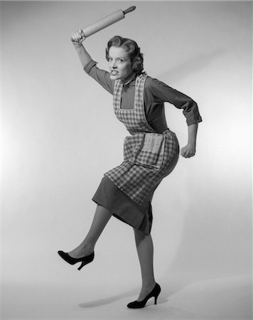 1950s ANGRY HOUSEWIFE IN APRON WIELDING ROLLING PIN OVER HER HEAD Stock Photo - Rights-Managed, Code: 846-02792515