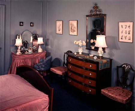 1940s 1950s BEDROOM WITH BLUE WALLS PINK BEDSPREAD AND SKIRTED VANITY TABLE Stock Photo - Rights-Managed, Code: 846-02792537