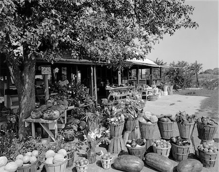FARMER'S MARKET WITH BUSHEL BASKETS OF FRUITS & VEGETABLES IN FOREGROUND Stock Photo - Rights-Managed, Code: 846-02792885