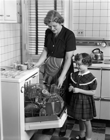 photos of 1940s women in kitchen - 1940s WOMAN CHILD DAUGHTER KITCHEN DISHWASHER CLEANING Stock Photo - Rights-Managed, Code: 846-02793129