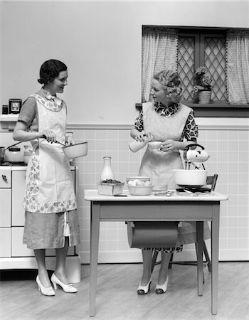 simsearch:846-02793283,k - 1920s WOMEN IN KITCHEN COOKING Stock Photo - Rights-Managed, Code: 846-02793212