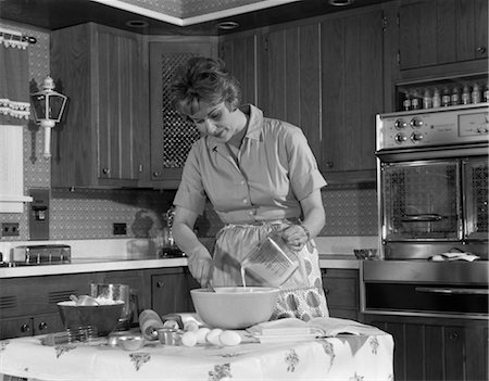 1960s WOMAN HOUSEHOLD PREPARE FOOD MIX KITCHEN Stock Photo - Rights-Managed, Code: 846-02793272