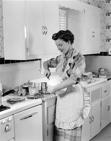 photos of 1940s women in kitchen - 1950s WOMAN HOUSEWIFE IN KITCHEN APRON MIXING BAKING INGREDIENTS IN BOWL Stock Photo - Rights-Managed, Code: 846-02793314