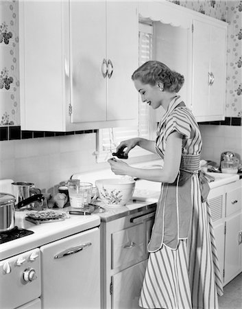 photos of 1940s women in kitchen - WOMAN KITCHEN BAKING MIXING BOWL APRON 1940s Stock Photo - Rights-Managed, Code: 846-02793317