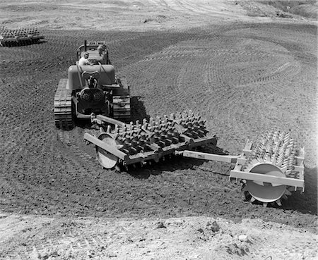 spike - 1960s MAN OPERATING GRADING MACHINE IN SOIL CONSTRUCTION SITE HEAVY MACHINERY ATTACHMENT ROLLER WITH SPIKES Stock Photo - Rights-Managed, Code: 846-02793344