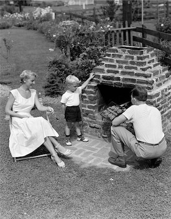 simsearch:846-02793283,k - 1940s 1950s FAMILY IN BACKYARD COOKING HAMBURGERS ON BRICK BARBEQUE Stock Photo - Rights-Managed, Code: 846-02793585