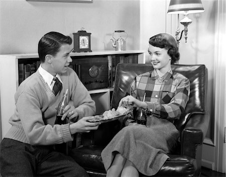 1950s BOY GIRL YOUNG TEEN COUPLE DATING SITTING IN CHAIR DRINKING COKES EATING POTATO CHIPS Stock Photo - Rights-Managed, Code: 846-02793597