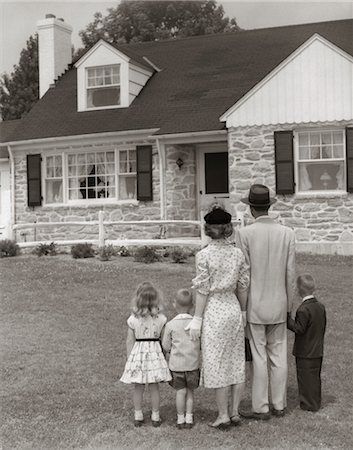 1950s FAMILY OF FIVE WITH BACKS TO CAMERA ON LAWN LOOKING AT FIELDSTONE HOUSE Stock Photo - Rights-Managed, Code: 846-02793754
