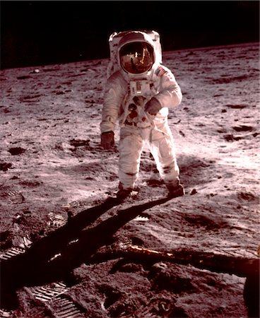 right - APOLLO-11 - ALDRIN WALKING NEAR LUNAR MODULE Stock Photo - Rights-Managed, Code: 846-02793855