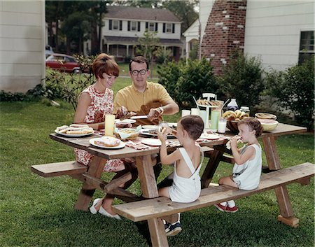 1970s PICNIC TABLE FAMILY BACK YARD Stock Photo - Rights-Managed, Code: 846-03164058