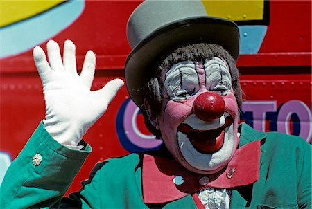 1970s SMILING CLOWN PINK FACE GREEN JACKET WAVING A WHITE GLOVED HAND Stock Photo - Rights-Managed, Code: 846-03164081