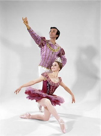 1970s MALE AND FEMALE BALLET DANCERS IN A CLASSIC POSE Stock Photo - Rights-Managed, Code: 846-03164119