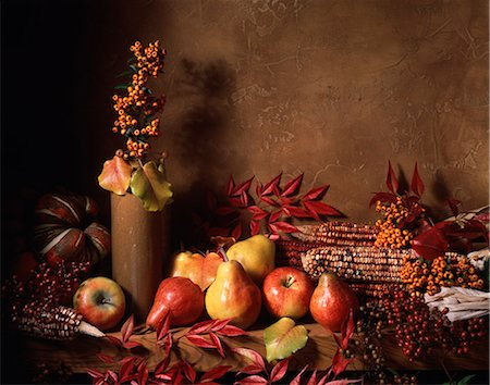 seasonal - HARVEST STILL LIFE AUTUMN LEAVES FRUITS AND VEGETABLES Stock Photo - Rights-Managed, Code: 846-03164585