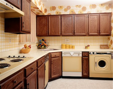 1970s KITCHEN INTERIOR WITH YELLOW APPLIANCES AND PRINT WALLPAPER Stock Photo - Rights-Managed, Code: 846-03164722