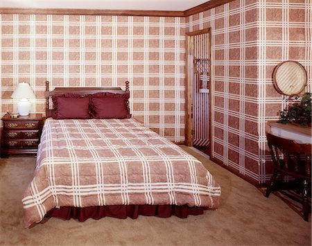 decoration pattern - 1970s INTERIOR BEDROOM WITH MATCHING FABRIC BEDSPREAD AND WALLPAPER Stock Photo - Rights-Managed, Code: 846-03164741