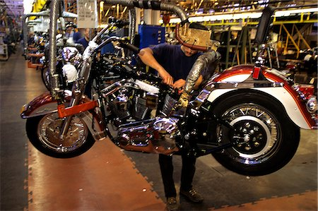 HARLEY DAVIDSON MOTORCYCLE ASSEMBLY LINE YORK PA Stock Photo - Rights-Managed, Code: 846-03164967