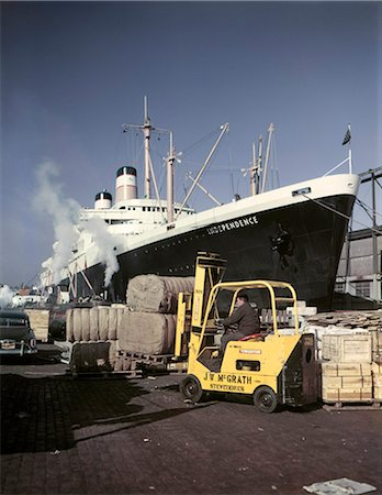 1950s 1960s CARGO BEING LOADED UNLOADED FREIGHTER SHIP NORTH RIVER PIER NEW YORK CITY NY Stock Photo - Rights-Managed, Code: 846-03166103