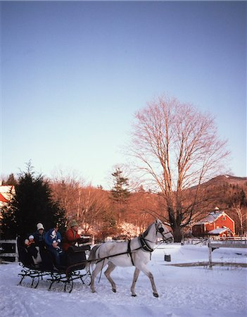 1980s FAMILY RIDING THROUGH SNOW IN HORSE DRAWN SLEIGH Stock Photo - Rights-Managed, Code: 846-03166191