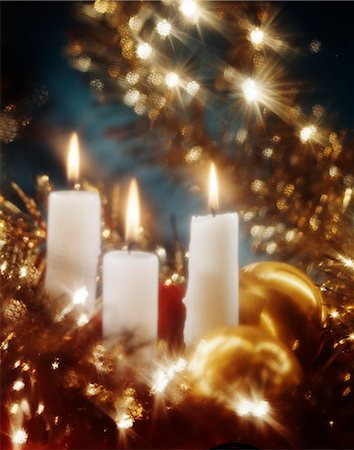 1980s WHITE CANDLES GOLD TINSEL CHRISTMAS STILL LIFE Stock Photo - Rights-Managed, Code: 846-03166214