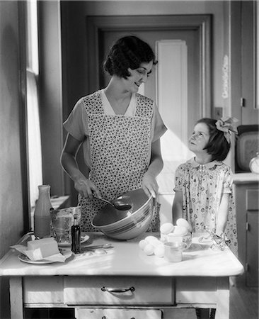 simsearch:846-02793283,k - 1920s 1930s MOTHER WITH MIXING BOWL IN KITCHEN WITH DAUGHTER Stock Photo - Rights-Managed, Code: 846-03163346