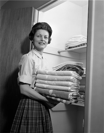 1950s HOUSEWIFE LAUNDRY FOLDED TOWELS Stock Photo - Rights-Managed, Code: 846-03163348