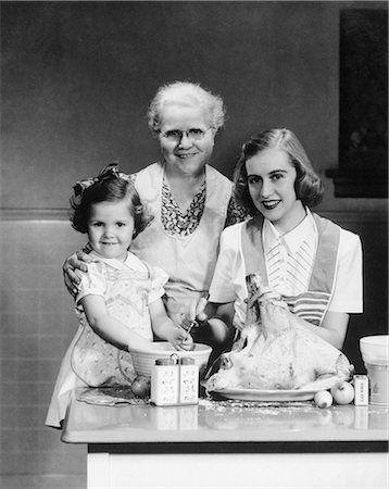 1950s FAMILY KITCHEN MOTHER DAUGHTER GRANDMOTHER DINNER FOOD Stock Photo - Rights-Managed, Code: 846-03163368