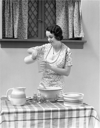 simsearch:846-02793283,k - 1930s WOMAN MILK POUR KITCHEN DAIRY Stock Photo - Rights-Managed, Code: 846-03163361