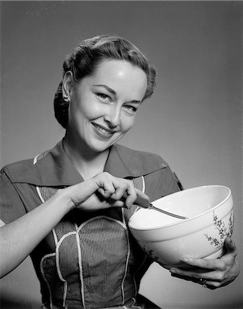 simsearch:846-02793283,k - 1950s WOMAN MIXING BOWL BAKING COOKING KITCHEN Stock Photo - Rights-Managed, Code: 846-03163375