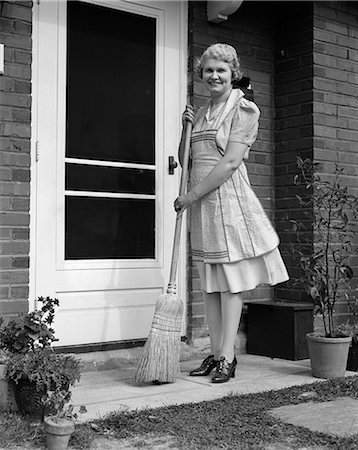 1940s WOMAN BROOM PORCH DOORWAY SWEEP HOUSEWIFE Stock Photo - Rights-Managed, Code: 846-03163378