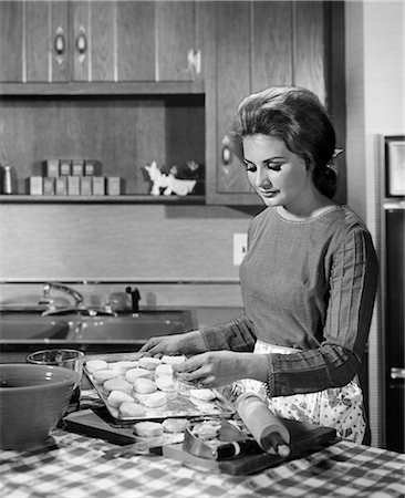 1950s WOMAN BAKING KITCHEN ROLLING PIN HOUSEWIFE Stock Photo - Rights-Managed, Code: 846-03163370