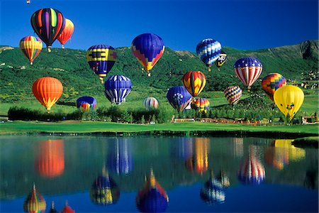 HOT AIR BALLOONS OVER LAKE Stock Photo - Rights-Managed, Code: 846-03163689