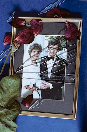 sad lovers break up - SHATTERED GLASS ON 1980s WEDDING PHOTO Stock Photo - Rights-Managed, Code: 846-03163743