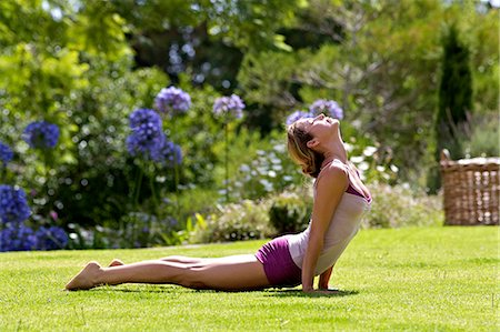 Beautiful mature woman performing yoga outside Stock Photo - Rights-Managed, Code: 847-05606919