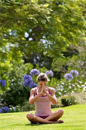Beautiful mature woman performing yoga outside Stock Photo - Rights-Managed, Code: 847-05606927