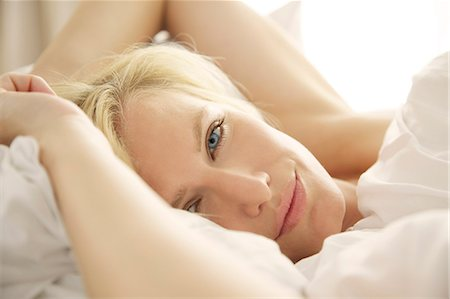 Portrait of a blonde woman waking up in bed Stock Photo - Rights-Managed, Code: 847-05607037