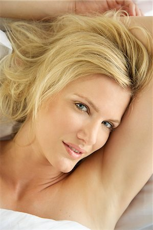 Portrait of a blonde woman waking up in bed Stock Photo - Rights-Managed, Code: 847-05607041