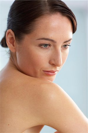 Profile of naked seated woman Stock Photo - Rights-Managed, Code: 847-02782427
