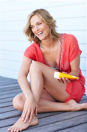 Beautiful mature woman applying lotion Stock Photo - Rights-Managed, Code: 847-02783176