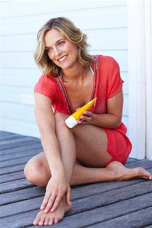 Beautiful mature woman applying lotion Stock Photo - Rights-Managed, Code: 847-02783185