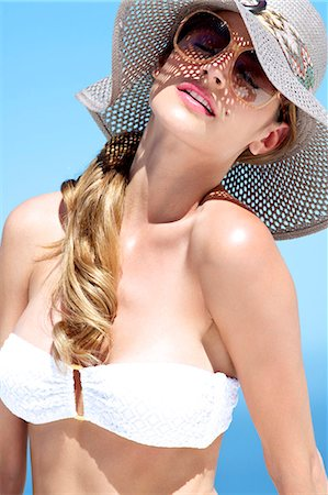 Portrait of beautiful brunette in the sun Stock Photo - Rights-Managed, Code: 847-03862904