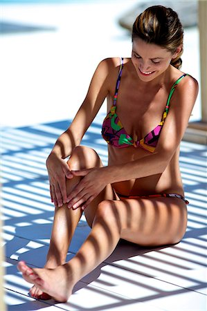 Beautiful brunette applying suncream Stock Photo - Rights-Managed, Code: 847-03862907