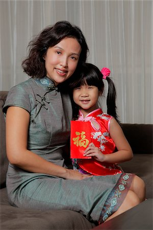 singapore traditional costume lady - Mother holding daughter with red envelope (Hong Bao) Stock Photo - Rights-Managed, Code: 849-03901233