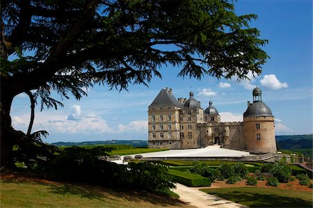 fantastically - Chateau de Hautefort, Dordogne Valley, Aquitaine, France, Europe Stock Photo - Rights-Managed, Code: 841-05794689
