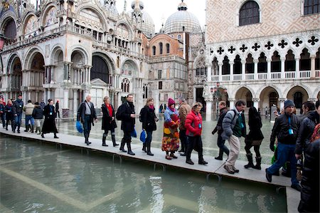 placing - Tourists walking on footbridges during high tide in St. Mark's Square, Venice, UNESCO World Heritage Site, Veneto, Italy, Europe Stock Photo - Rights-Managed, Code: 841-05795224