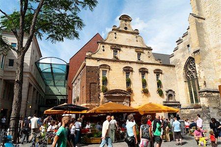european cafe bar - Amadeus Bar and Dominicanerkerk (Dominican Church), Maastricht, Limburg, The Netherlands, Europe Stock Photo - Rights-Managed, Code: 841-05795397