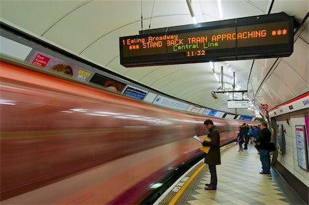 platform - Bank Underground Station Central Line platform, London, England, United Kingdom, Europe Stock Photo - Rights-Managed, Code: 841-05795520