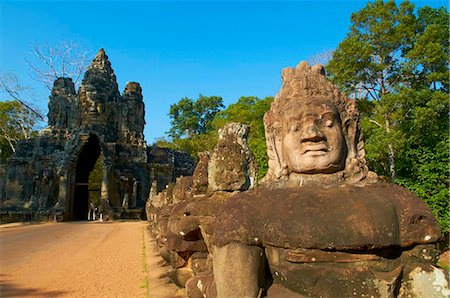 Statues of giants holding the sacred naga, South Entry Gate, Angkor Thom, Angkor, UNESCO World Heritage Site, Siem Reap, Cambodia, Indochina, Southeast Asia, Asia Stock Photo - Rights-Managed, Code: 841-05796583
